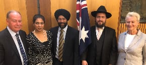 Rabbi becomes the first Jew to address the Australian Parliamentary Friends of Multiculturalism
