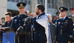 Rabbi  inducts Chief of The Royal Australian Air Force