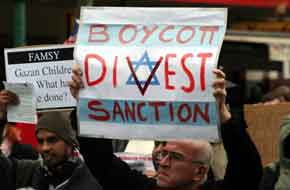 A Boycott, Divestment and Sanctions (BDS) protest against Israel in Melbourne, Australia, on June 5, 2010. The Jewish community community needs to conduct a thorough audit of the impact of Operation Protective Edge inside and outside the Middle East, writes Ben Cohen. Credit: Mohamed Ouda via Wikimedia Commons.