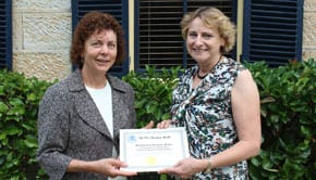 Anne Hastings presents Suzanne Plumer with the certificate