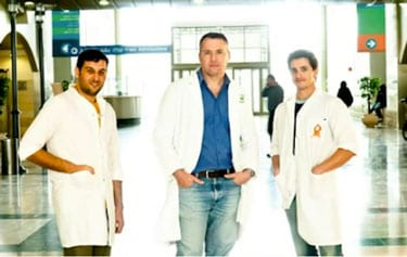 Pictured in center is Dr. Eli Lewis, a world-renowned expert on autoimmune disease and the director of the Clinical Islet Laboratory of the Department of Clinical Biochemistry & Pharmacology at Ben-Gurion University. Lewis may have a cure for Type 1 diabetes. Credit: Danny Machlis, Ben-Gurion University.