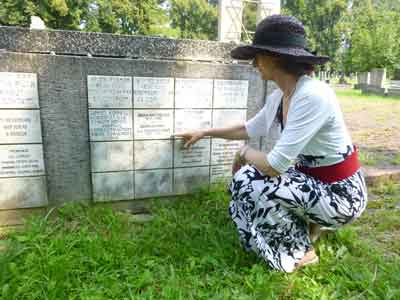 Jana discovers her grandparents' memorial