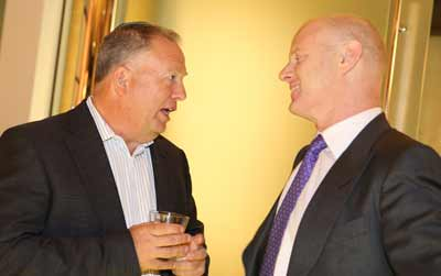 Moria presiden Giora Friede talks with Ian Narev