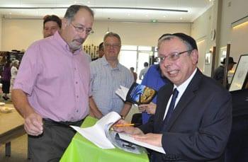 Rabbi Ingram signs his book   Photo: Sandy Matrai