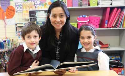 Natanya Milner reads to Year 1 students, Sam Salamon and Zara Bracks