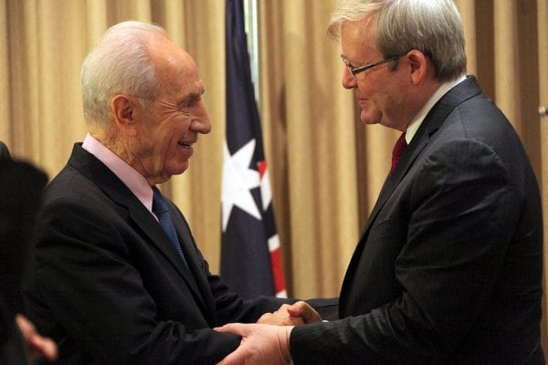Israeli President Shimon Peres greets Kevin Rudd