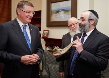 Premier Napthine and Rabbi Kluwgant