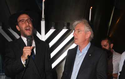 Rabbi Levi Wolf and Steven Lowy at the Westfield Sydney Sky Lobby Bar