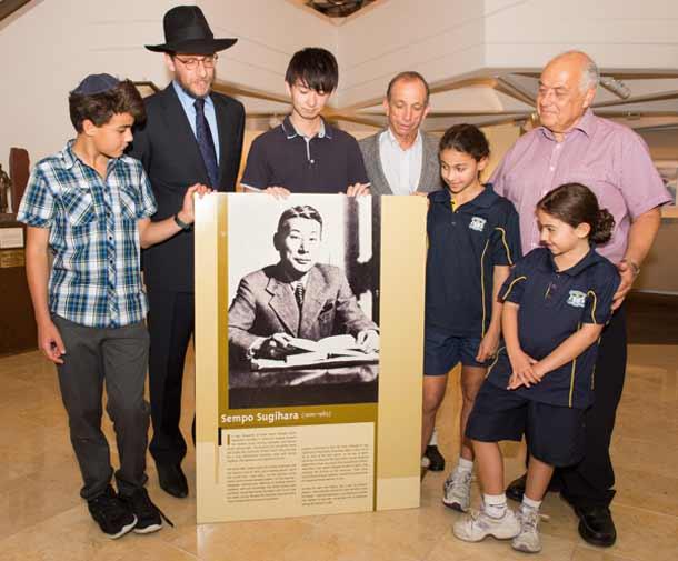 Asher Grynberg, Rabbi Levi Wolff, Keisuke Sugihara, John Roth, Maya Grynberg, Victor Grynberg and Tali Grynberg