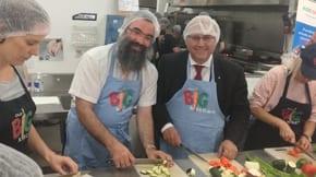 Senator Arthur Sinodinos visits Our Big Kitchen