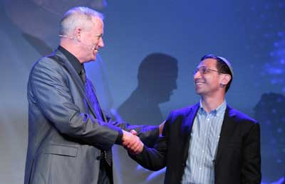 Benny Gantz and Rabbi Yedidya Krauthammer Photo: Giselle Haber
