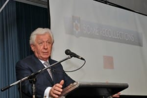 Frank Lowy talks to Hakoah supporters