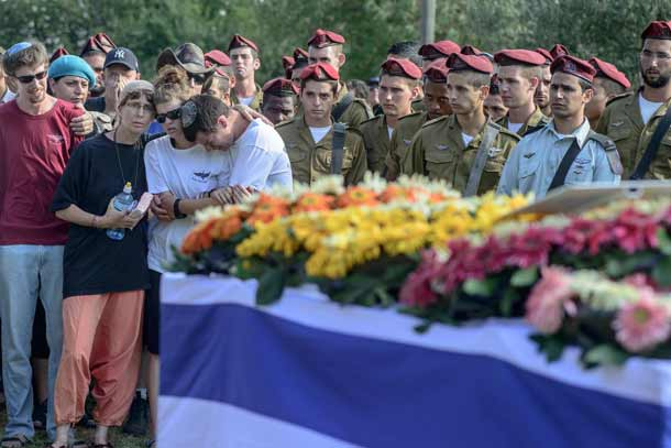 Friends and relatives mourn during the funeral ceremony of Shahar Shalev at the Haspin cemetery in northern Israel on Sept. 1, 2014. Shalev, who was injured by an improvised explosive device in the Gazan city of Khan Younis during Operation Protective Edge, became the 72nd and final Israeli casualty of the Gaza war when he died from his wounds. Credit: Flash90.