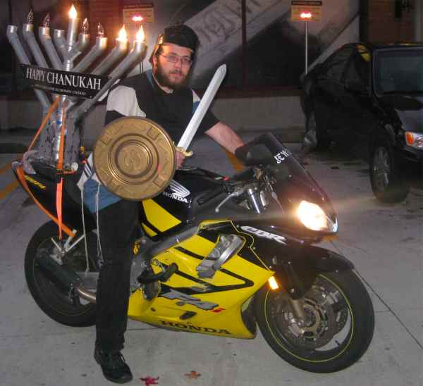 Mendy Kaye on hid menorah bike