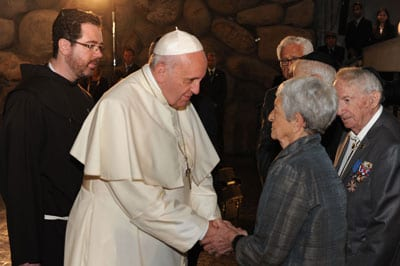 Pope Francis greets Holocaust survivor Sonia Tunik-Geron today at Yad Vashem Photo by (Jorge Novominsky)