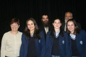 l-r Rivka Cohen, Devorah Leah Deitz, Rabbi Glogauer, Shira Lawrence, Rabbi Shmuel Cohen, Sarah CHarak