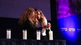 Denise & Gabby Waxman light a candle in memory of Nachshon Waxman at the 2013 Yom Hazikaron Commemoration.