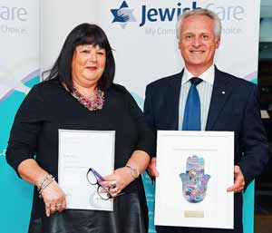 The Samuel H. Harris Award winner Robyn Boyar with keynote speaker Jeffrey Appel at the 2014 Jewish Care Staff and Volunteer Service and Excellence Awards.