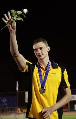 Steve acknowldedges supporters    Pix: Peter Haskin, Maccabi Australia