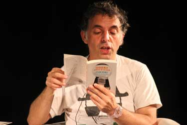 Etgar Keret reads from one of his books Photo: Ben Apfelbaum/J-Wire