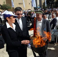 Ruth and Professor Judea Pearl and Natan Sharansky, Chairman of The Jewish Agency for Israel light the memorial flame. Photo: Sasson Tiram